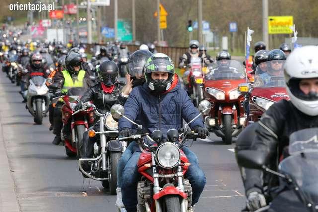 Pokazy motocyklistów i parada ulicami Olsztyna - full image