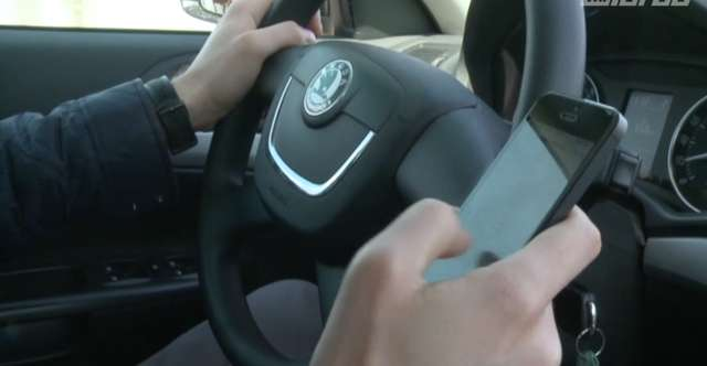 Coraz więcej kierowców używa komórki w trakcie jazdy. Kiedy naruszają prawo? - full image
