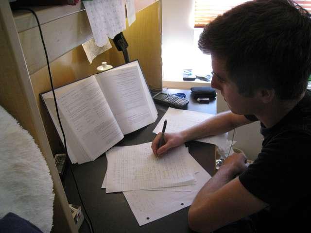 Rodzicu, twój stres nie pomoże dziecku przed egzaminem - full image