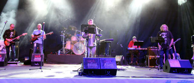 Zespół Tales of Pink Floyd na koncercie w Amfiteatrze im. Czesława Niemena w Olsztynie 28.08.2015 - full image