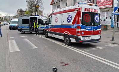 Motorowerzysta potrącił 3-letnie dziecko. Dziewczynka z obrażeniami trafiła do szpitala