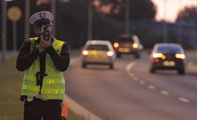 Pędził przez miasto 113 km/h. Stracił prawo jazdy na 3 miesiące