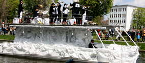 Pingwiny z Ekomariny- zwycięzcy ubiegłorocznej Parady Jednostek Pływających