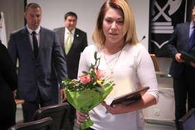 Marzena Karpińska odebrała kwiaty i podziękowanie za swoją obywatelską postawę