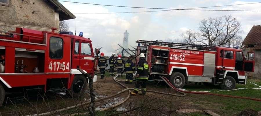 W Glądach palił się budynek
