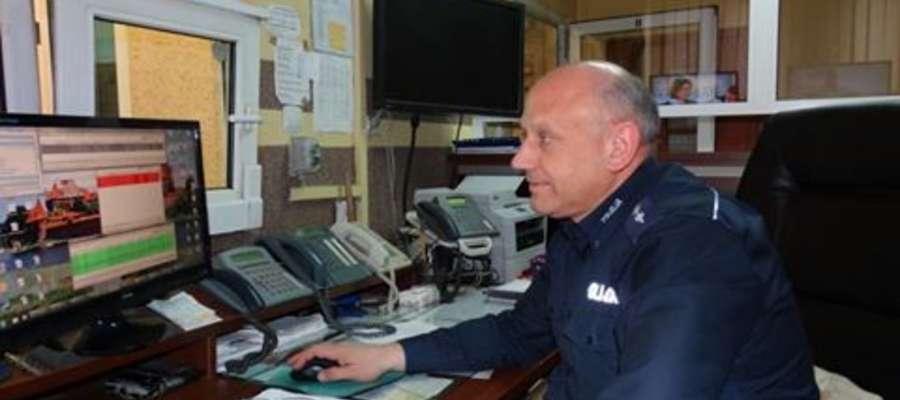 Aspirant sztabowy Andrzej Lorenc podczas pełnienia codziennych obowiązków