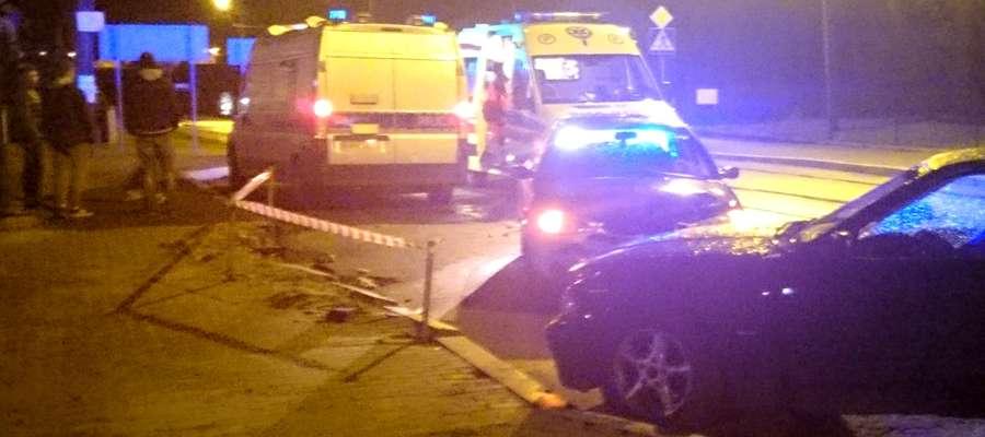 Zdjęcie z miejsca zdarzenia. Czołowe zderzenie BMW z fordem mondeo