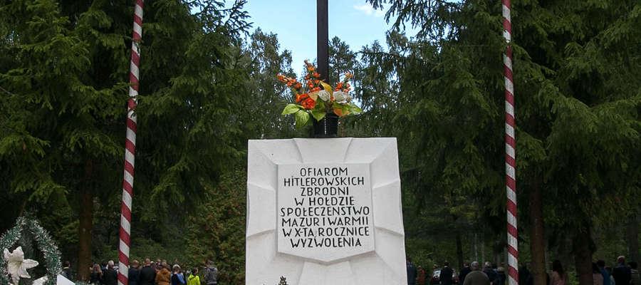 Pomnik w Lesie Białuckim