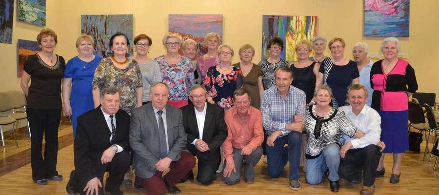Uczestnicy balu z okazji Światowego Dnia Emeryta, Rencisty i Inwalidy
