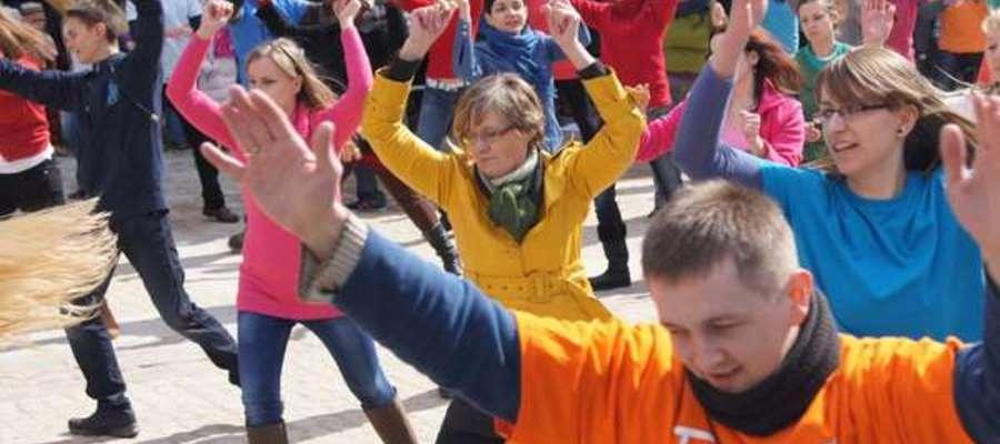 Pierwszy taniec wielkanocny w Olsztynie w 2013 roku zapoczątkował olsztyński zwyczaj tanecznego świętowania Zmartwychwstania.