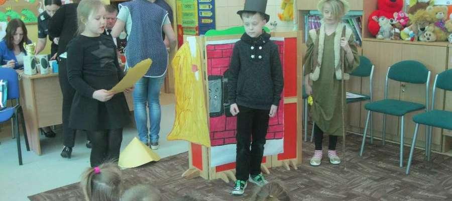 Podczas spotkania sześciolatków w szkole w Gwiździnach