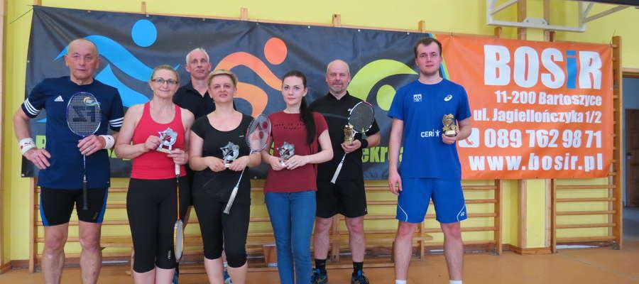 Uczestnicy tegorocznych mistrzostw Bartoszyc w badmintonie
