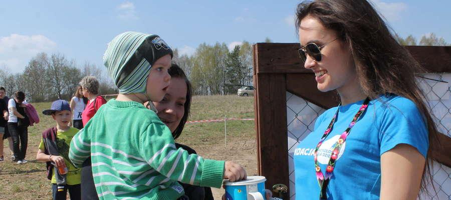 """Na rzecz Fundacji """"Przyszłość dla Dzieci"""" będą kwestować  wolontariusze"""