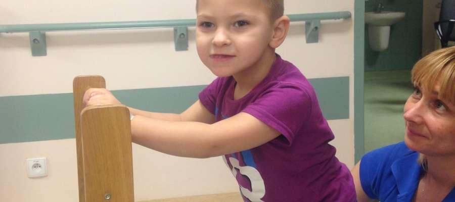 """Leczenie i rehabilitacja to codzienność 5-letniego Kuby Gajewskiego, którym opiekuje się fundacja """"Przyszłość dla Dzieci"""""""