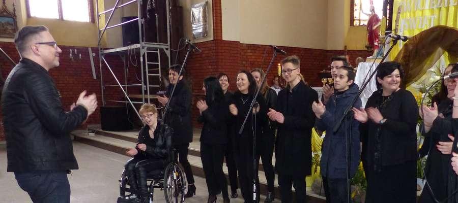 Iława Gospel Singers w kościele w Biskupcu Pomorskim