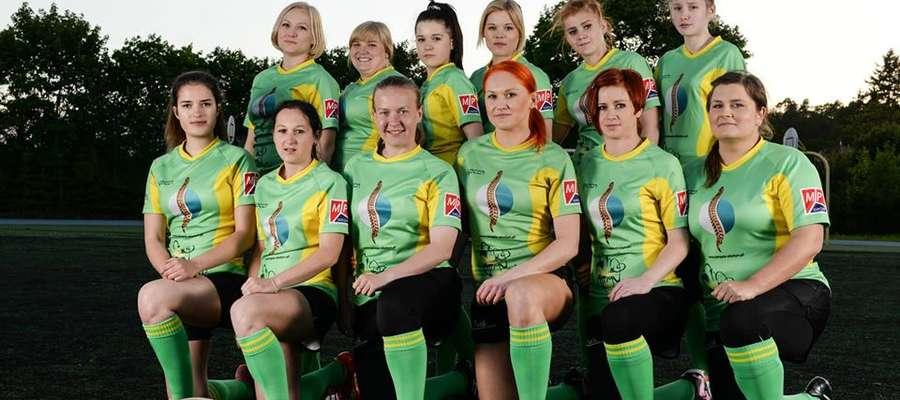 Zawodniczki z Klubu Sportowego Rugby Gietrzwałd – zdjęcie wykonane przed turniejem Mistrzostw Polski w Rugby w Gietrzwałdzie Tym razem dziewczyny będą walczyć o Puchar Polski.