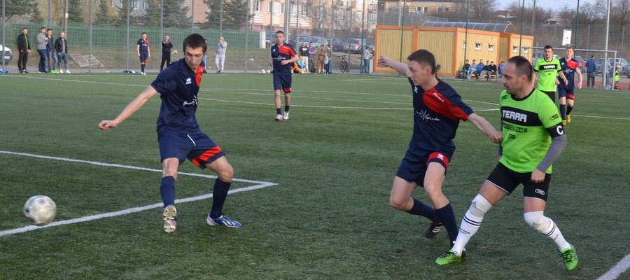 Po 1. kolejce Extraligi.pl najskuteczniejszy jest Adrian Sadowski (drugi z prawej), który strzelił 4 gole dla Gminy Ostróda