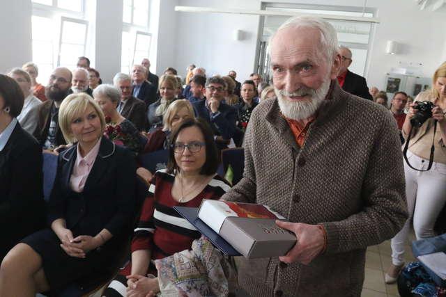 Znamy zwycięzców literackiej nagrody Wawrzyn 2015! - full image