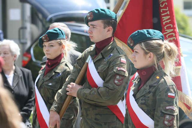 Pogrzeb Horskiego zasłużonego żołnierza AK, który brał udział w bitwie pod Krawczunami - full image