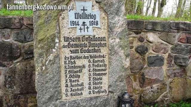 Pomnik z nazwiskami poległych, spoczywających na cmentarzu w Dunajku - full image