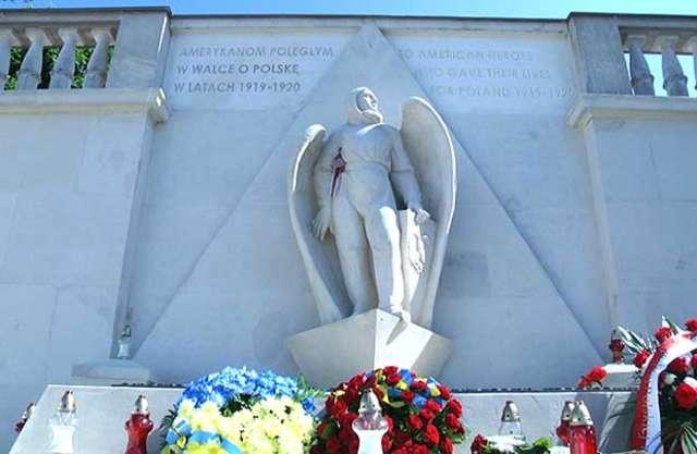Ukraińcy oddali honory Amerykanom, którzy walczyli w polskiej armii - full image