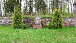Pomnik poległych i stary cmentarz ewangelicki w Dunajku