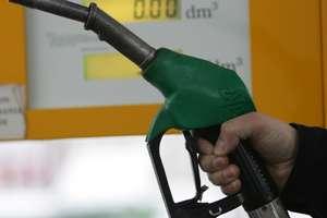 Kradli paliwo na cudzych tablicach