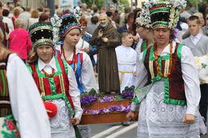 Procesja centralna Bożego Ciała w Olsztynie. Zobacz zdjęcia i film