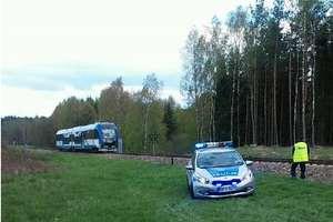 Tragedia pod Olsztynem. Pociąg śmiertelnie potrącił kobietę na przejeździe