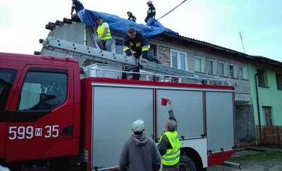 Z ostatniej chwili: Zerwany dach, strażacy likwidują straty po burzy