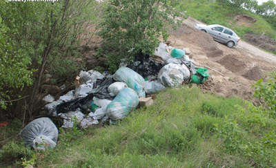Wywalili śmieci z firmowymi pieczęciami