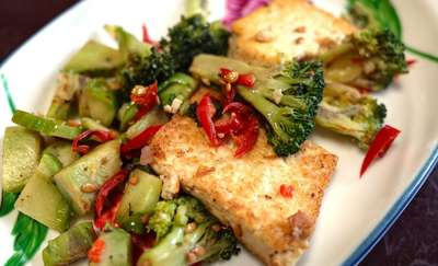 Makaron z soczewicą i kotlety z tofu
