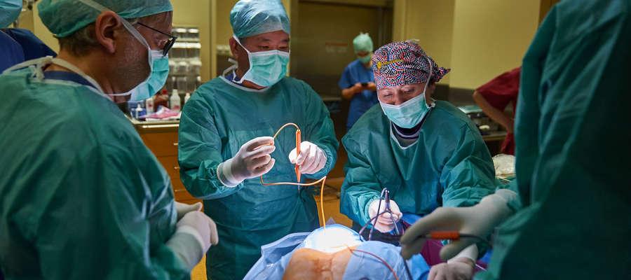 W maju 2016 roku przeprowadzono w Olsztynie pierwsze w Polsce zabiegi wszczepienia stymulatorów pacjentom w śpiączce