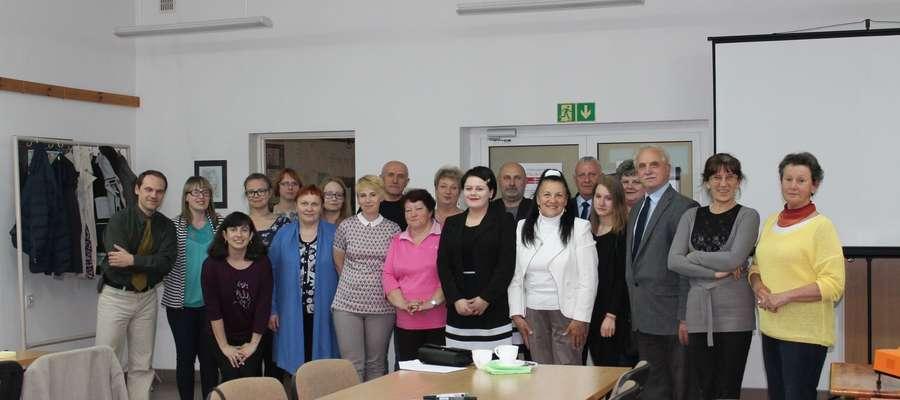 Uczestnicy warsztatów w ryńskiej bibliotece