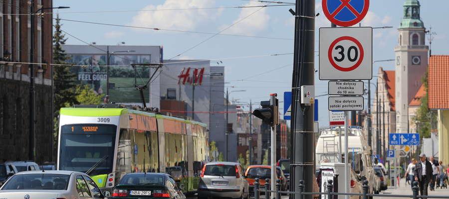 Tempo 30 i progi zwalniające. Ograniczenie prędkości na kolejnej ulicy w Olsztynie