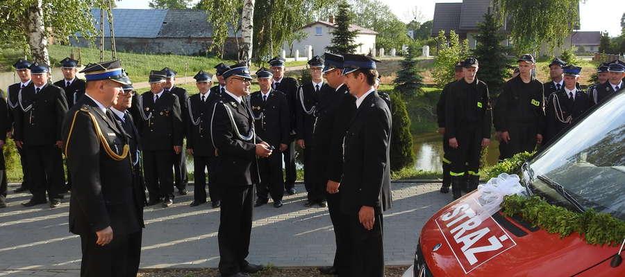 Moment przekazania auta ochotnikom z Bratuszewa