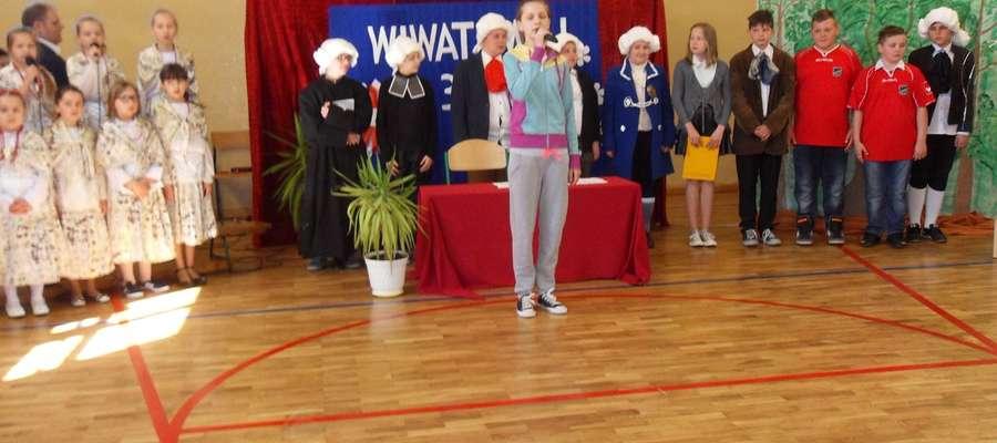 Podczas apelu w szkole w Biskupcu