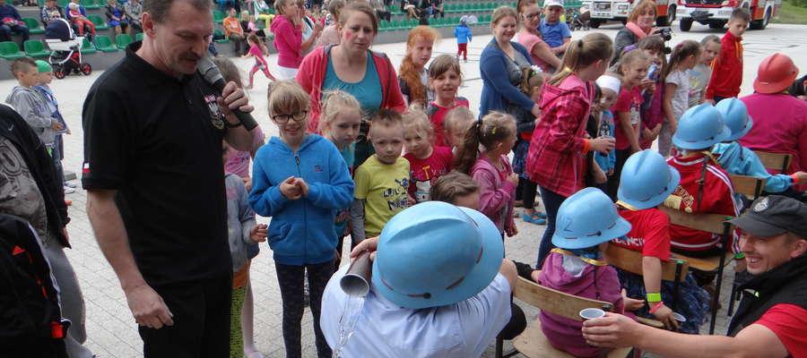 Archiwalne zdjęcie imprezy z okazji Dnia Dziecka w Biskupcu
