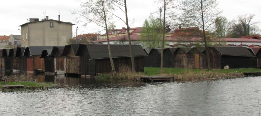 Do włamań doszło w hangarach znajdujących się nad Iławką