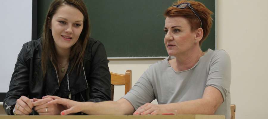 Justyna Sosnowska (z lewej) i jej trenerka z czasów nauki w Gimnazjum nr 2 w Bartoszycach Grażyna Baranowska