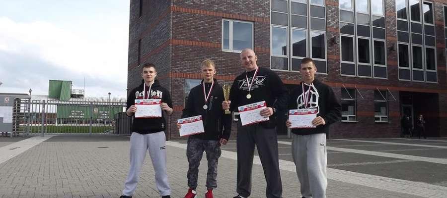 Złoto, srebro i dwa brązy dla Kowalkowski Fight Club Działdowo