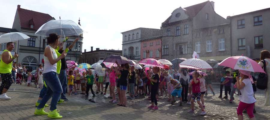 Jak taniec w deszczu, to oczywiście z parasolem!