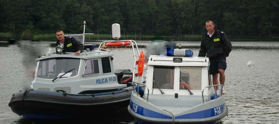 Mł. asp. Karol Dąbkowski i sierż. szt. Paweł Józefczuk latem pełnią służbę na wodzie jako policyjni wodniacy