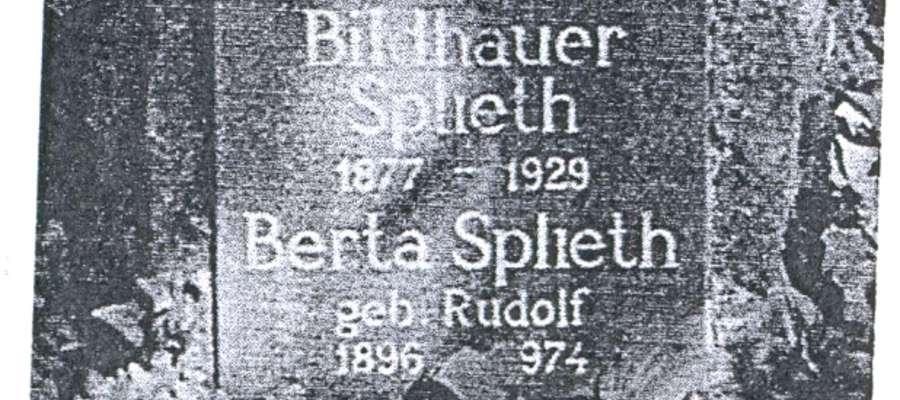 Dolna część nagrobka H. Splietha i jego żony na cmentarzu w Iserlohn
