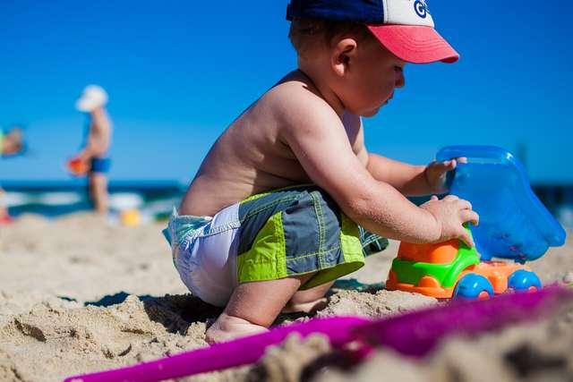 W co się bawić, czyli dziecięce zabawy kiedyś i dziś - full image