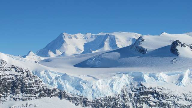 W lądolodach Antarktydy i Grenlandii jest ok. 29,2 mln km3 wody