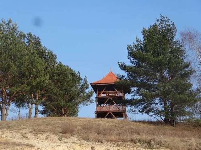 Niezwykła wieża z widokiem na Dolinę Stradanki i Zalew - full image