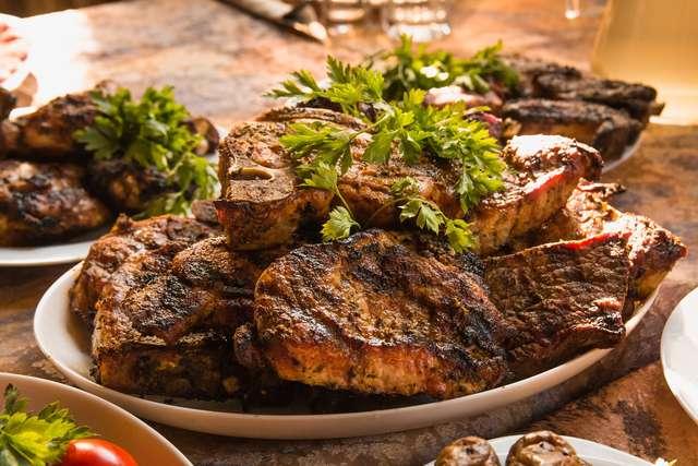 Polacy najchętniej jedzą mięso, ziemniaki i pieczywo - full image