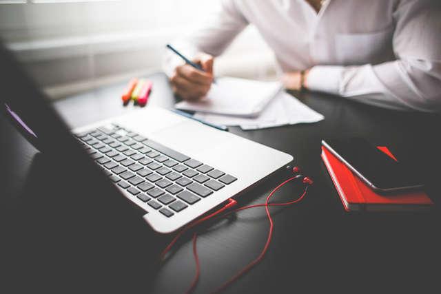 Portale społecznościowe pomagają znaleźć pracę - full image