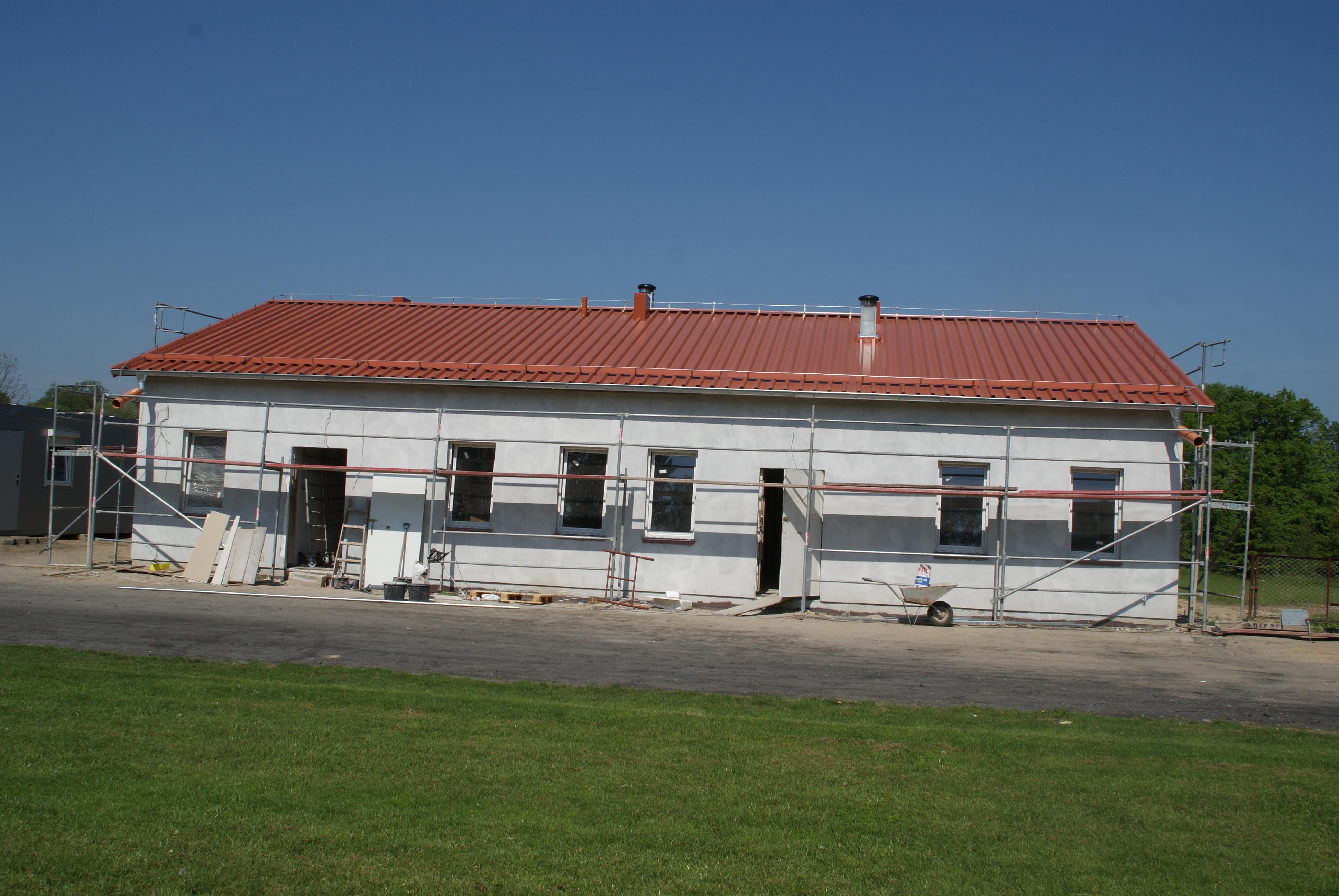 Na stadionie w Bezledach na ukończeniu są prace związane z budową budynku socjalnego